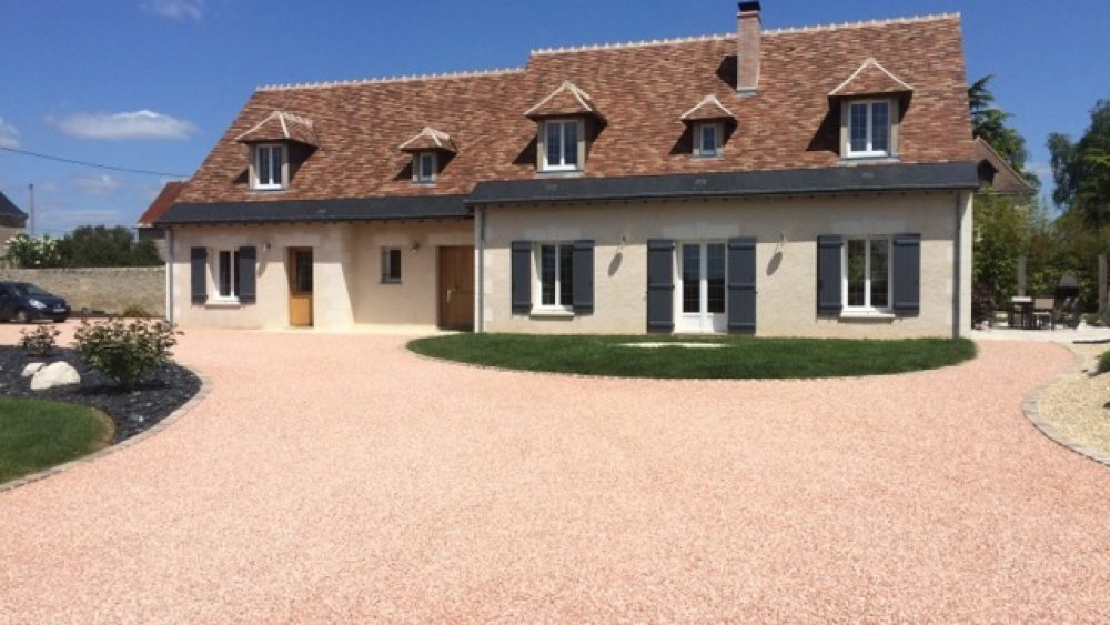 Marot-Loudun-materiaux-cour-maison
