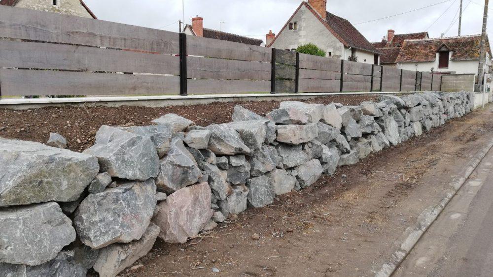 Marot-Loudun-materiaux-mur-pierre-route